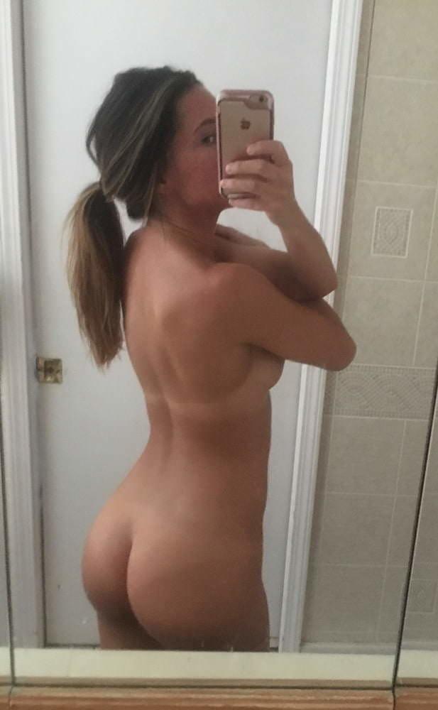 Sexy Popo Selfie - Tennie zeigt ihr entzückendes Hinterteil