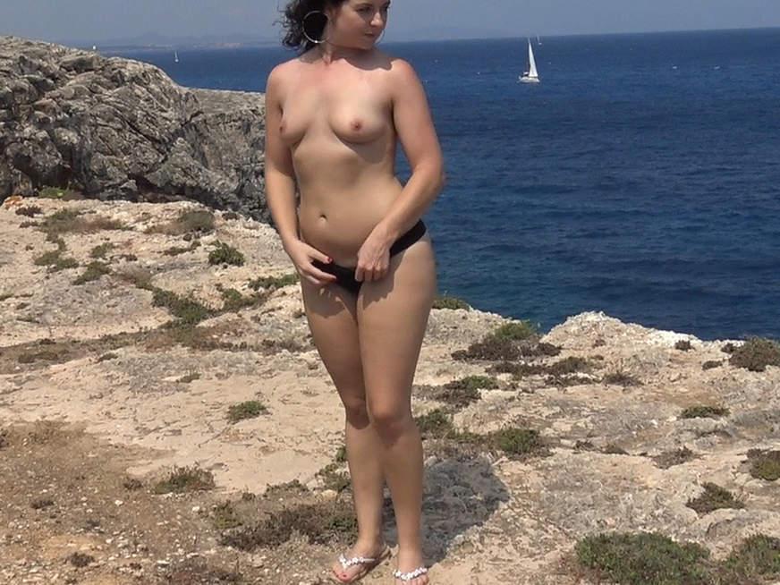 Ich zeige mich gerne nackt am Strand💕
