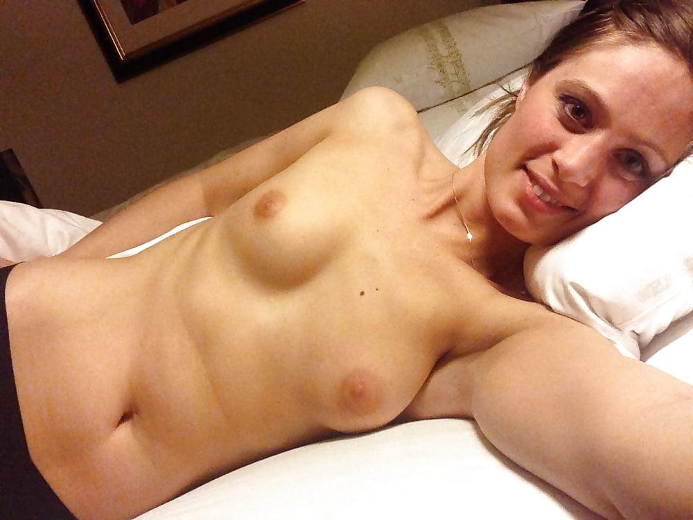 Nackt selfie im bett