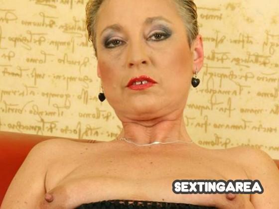Aufgepaßt!! ❤️ Sexy Oma zeigt ihre alten Titties!