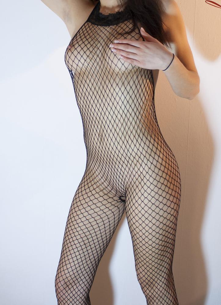 Sexy Selfie im luftigen Netzt-Body