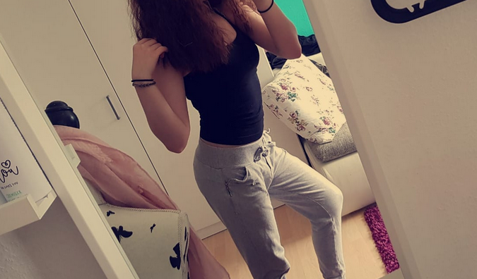Spiegel amateur nackt vorm Teen Monica