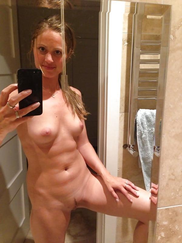 Frauen badezimmer nackte im Heiße nackte