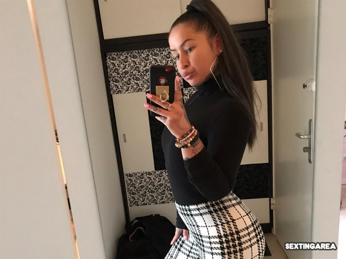 Mirror Selfie - Sextingarea - Kostenlose Sexting Community