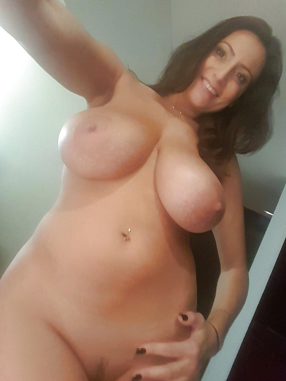 Milf nackte Free Naked